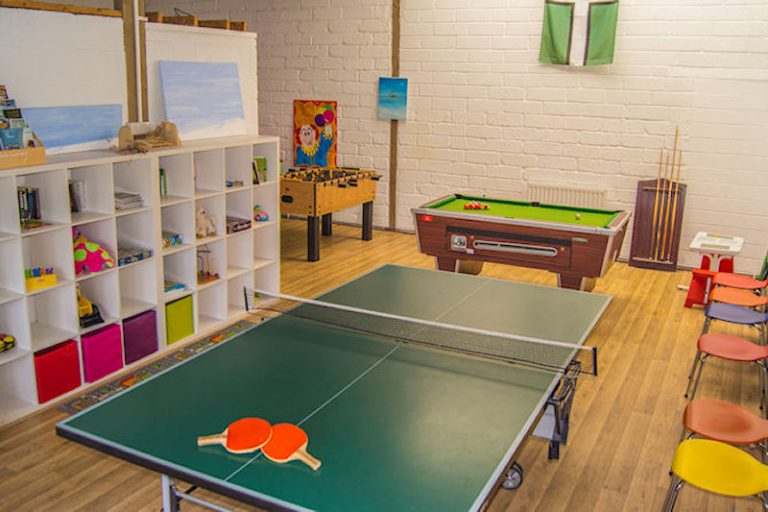 Lee bay holiday cottage games room